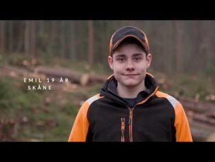 Emil kör skogsmaskin